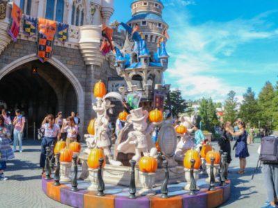 シンデレラ城裏のハロウィンの飾り